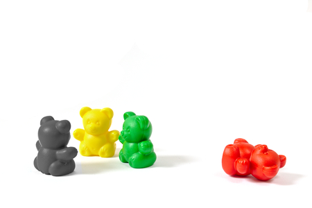 旧与党とシュレースヴィヒ = ホルシュタイン州 (ドイツ) 2017年州政府を形成した連立与党の色で 3 つのプラスチック製のクマ数字プッシュ、