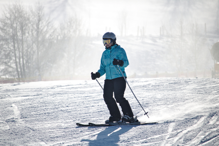 Willingen, Germany - February 7th, 2018 - Female skier in blue skiing suit on a ski run 新聞圖片