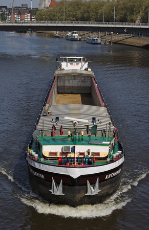 Bremen, Germany - April 27th, 2018 - Front view of an inland vessel on the river Weser heading directly towards the viewer 新聞圖片