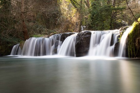 Las cascadas de Monte Gelato son una belleza natural típica en el área del interior del Lacio Foto de archivo