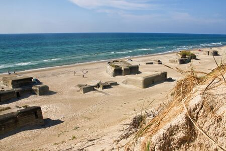 The German Nazi bunker and fortresses from the Second world war are standing on the beaches 免版税图像 - 125418566