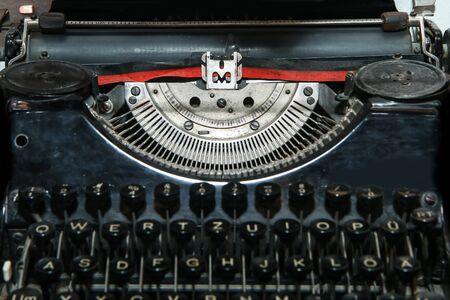 La imagen de detalle de la vieja máquina de escribir mecánica retro. Foto de archivo