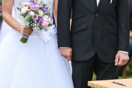 A detail picture from the wedding. The pair is holding their hands during the ceremony. A symbol of their love. Standard-Bild