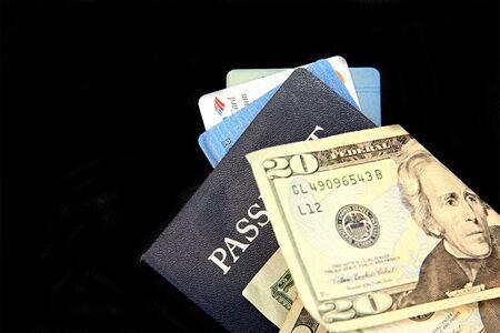 돈과 신용 카드가있는 여권