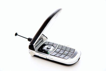 携帯電話の半分開いて