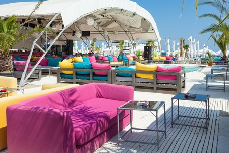MAMAIA, ROMANIA - AUGUST 27, 2014: Tan Tan Beach Club is one of the nicest beach clubs in Mamaia resort on the Black Sea Coast, with nice music and refreshing atmosphere. Editoriali