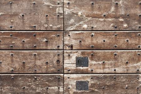 puertas de hierro: Viejo fondo de la puerta de madera medieval.
