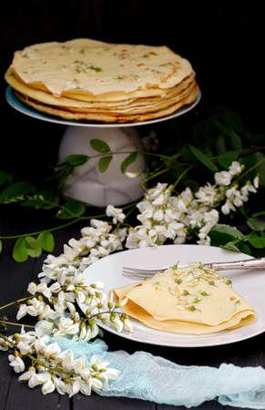 Vegan black locust flower pancakes recipe with foraged ingredients . Stok Fotoğraf