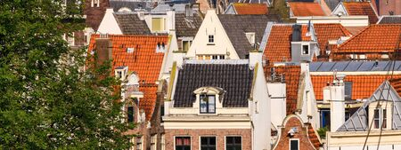 dutch canal house: Roofs of canal houses between Binnenkant and Prins Hendrikkada in Amsterdam Stock Photo
