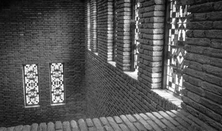 dom: Les murs et les vitraux de la porte d'entrée de la Tour Dom à Utrecht, Pays-Bas Banque d'images