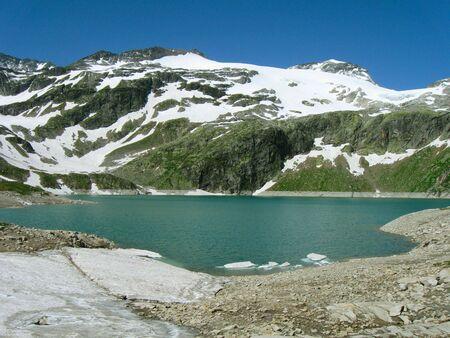 vale: Vale i jezioro w Alpach, Austria Zdjęcie Seryjne