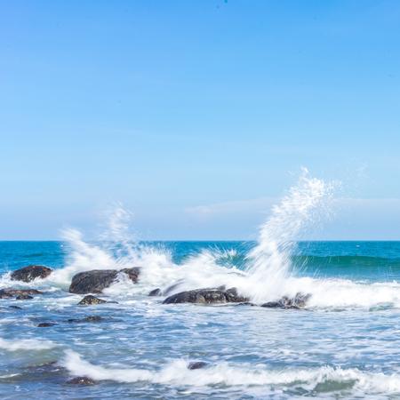 Waves splashing against rocks Archivio Fotografico