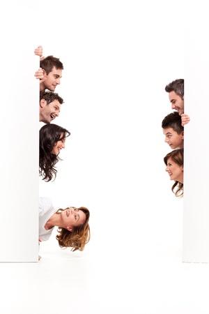 affichage publicitaire: amis entre deux planches vierges regardant eachother Banque d'images