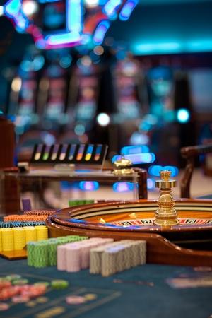 roulette: Still life dispar� sin nadie alrededor de una mesa de ruleta Foto de archivo