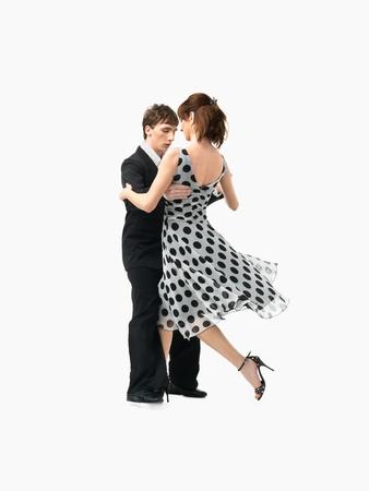 pies bailando: apasionado, joven pareja bailando tango argentino en el fondo blanco Foto de archivo