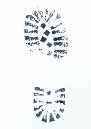 delincuencia: imagen de una huella de bota derecha en un backgorund blanco