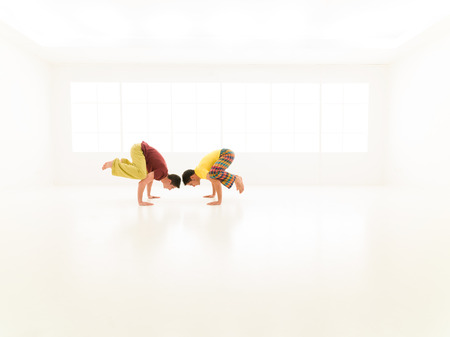 exercices: two men dresed in vibrant color exercices yoga