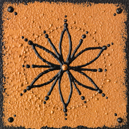 Zwart zaad van het leven op gouden bruine achtergrond, handgeschilderd.
