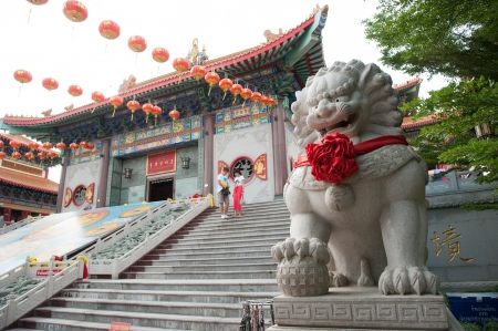 lengnoeiyi: Lion statue located in front of Chinese temple, wat Leng-Noei-Yi