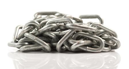 cadena rota: Cadena sobre fondo blanco