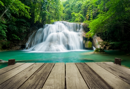 Waterfall in tropical forest at Erawan national park Kanchanaburi province, Thailand 免版税图像