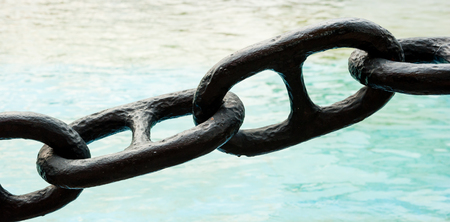 chain in a port photo