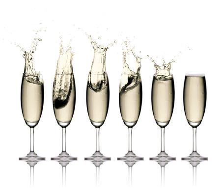 aligote: Glass of white wine with splashes