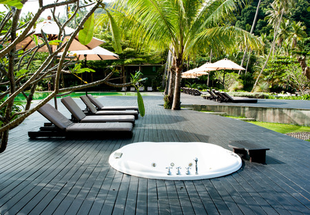 sunshades: Lounge chairs and sunshades Editorial