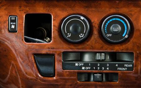 air flow: Condizionatore e controllo del flusso d'aria in una macchina moderna Archivio Fotografico