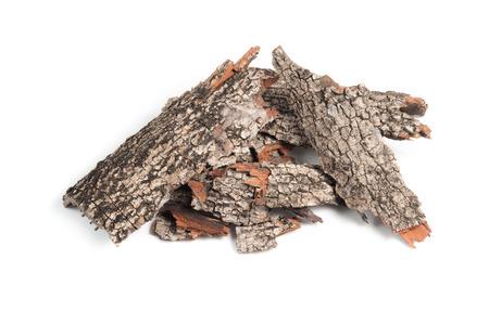 分離された松の樹皮のヒープ 写真素材