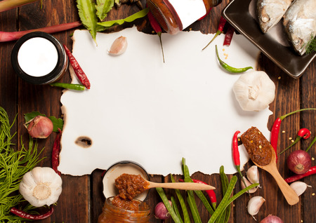 thai kitchen food spice herb pepper grass red onion garlic chilly ginger for cooking original eastern food syle on wood and paper for notes Banque d'images