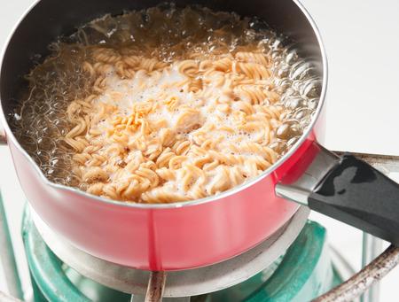 cooked instant noodle: instant noodle cooked in a saucepan