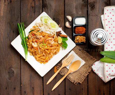 タイ風麺、炒め焼きそば (パッタイ) 写真素材
