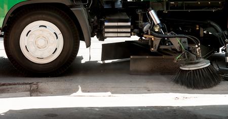 recolector de basura: la limpieza de la carretera de coche Foto de archivo