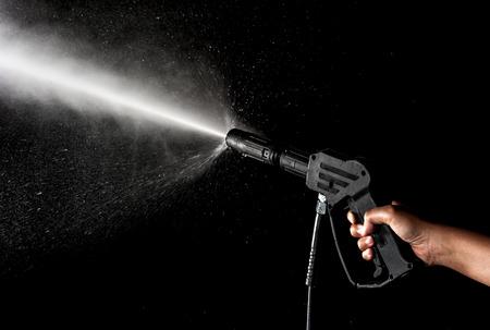 machine à laver: Éclaboussures d'eau sur fond noir Banque d'images