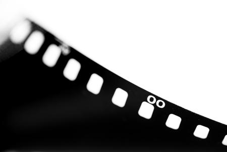 cinta pelicula: Primer plano de un rollo de película de 35 mm película fotográfica, enfoque selectivo con poca profundidad de campo.