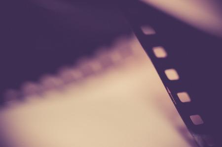 roll film: Primer plano de pel�cula de un rollo de pel�cula fotogr�fica de 35 mm; estilo de tono vintage, enfoque suave