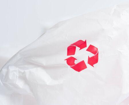 logo recyclage: Recyclage logo sur plastique blanc recyclé