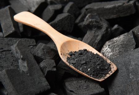 黒い粒子炭 写真素材