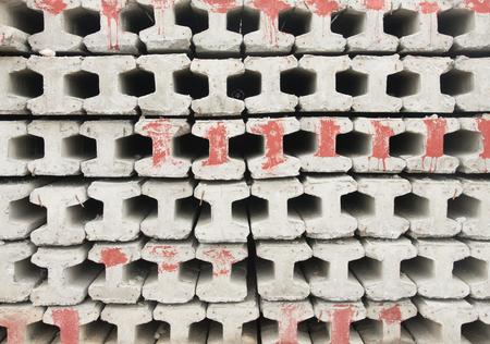 Bauunternehmer Platz für die Lagerung von Fertigbetonpfeilern.
