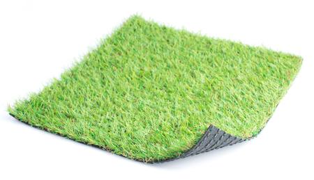 Patch van groen kunstgras op een witte achtergrond