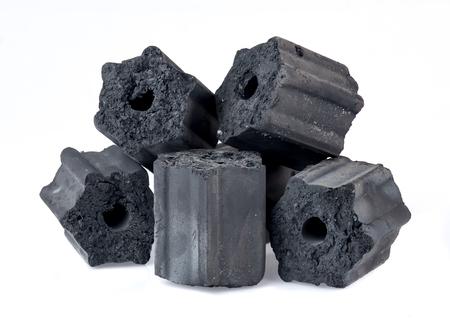 Carbón de leña natural aislado en blanco, no humo y carbón inodoro Foto de archivo - 85039260