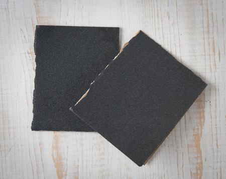 Black sandpapers on wood background Banque d'images