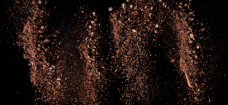 Coffee powder and coffee beans splash or explosion flying in the air  Imagens