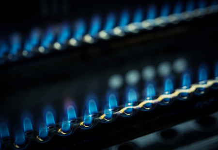 Gas burner with blue flames