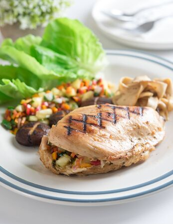 Chicken chilli steak with mushroom and vegetables Фото со стока - 129810395