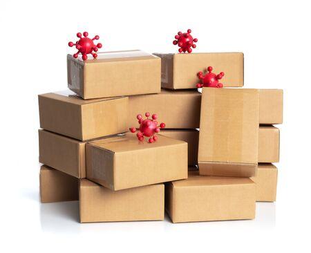 Éclosion de coronavirus en 2019, Cellule du virus de la grippe COVID-19 avec des boîtes en carton pour livraison ou déplacement isolé sur blanc