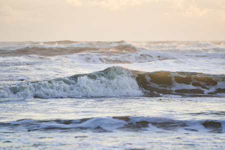 Rolling Wave Splashing at Sunrise 版權商用圖片