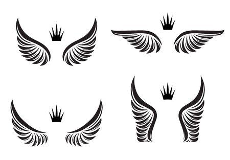 Ensemble de quatre paires d'ailes avec couronnes. Illustration vectorielle.