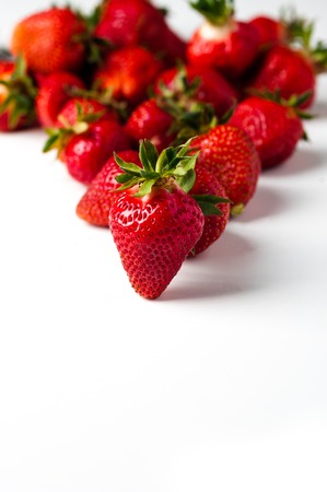 scattered strawberries on a white background 免版税图像